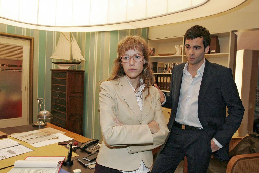 Lisa (Alexandra Neldel, l.) ist enttäuscht, als David (Mathis Künzler, r.) ihr mitteilt, dass sie weiterhin in der PR-Abteilung bei Mariella arbeite... - Bildquelle: Monika Schürle Sat.1