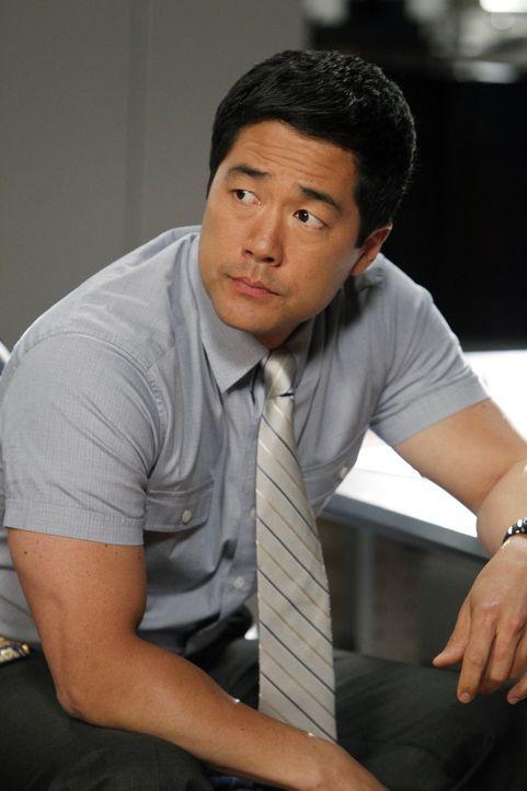Ein neuer Fall wartet auf Kimball Cho (Tim Kang) und seine Kollegen ... - Bildquelle: Warner Bros. Television