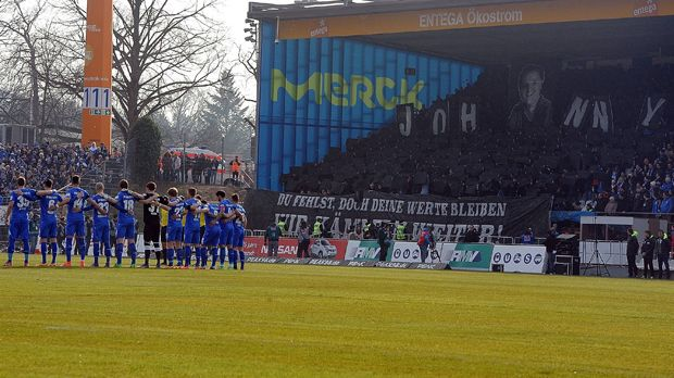 SV Darmstadt 98 Choreo (2/2) - Bildquelle: imago/Jan Huebner
