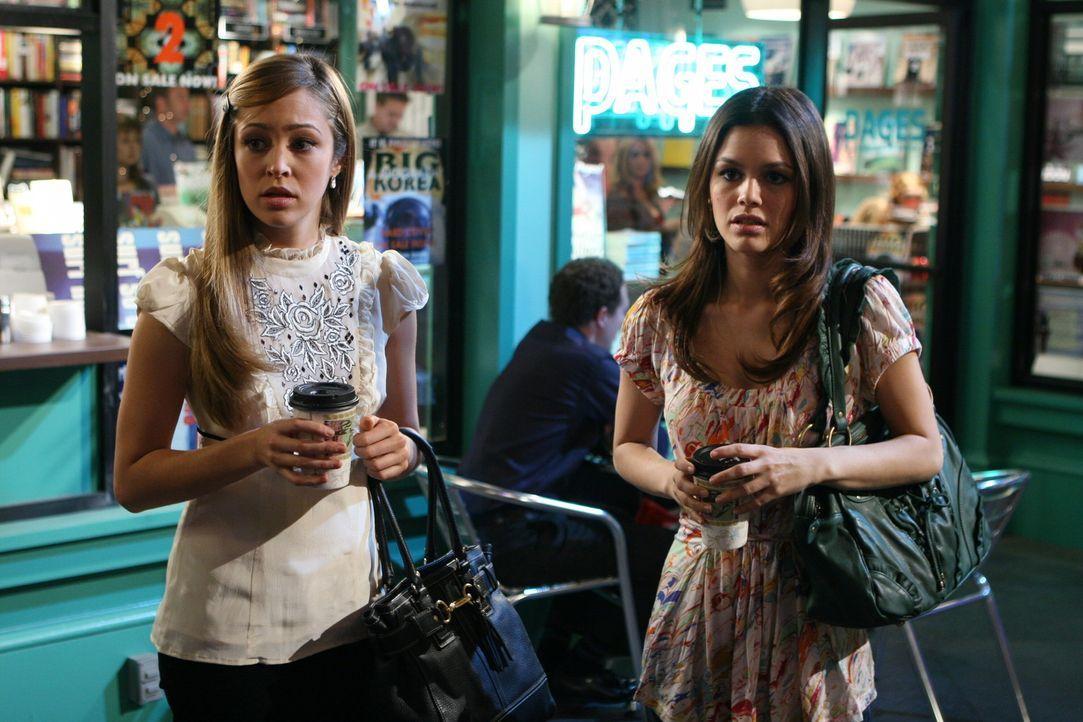 Werden von einem Erdbeben überrascht: Summer (Rachel Bilson, r.) und Taylor (Autumn Reeser, l.) ... - Bildquelle: Warner Bros. Television
