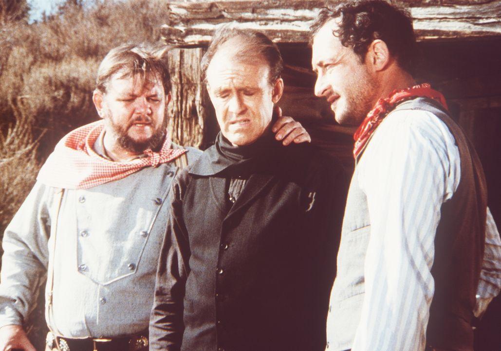 Nels Oleson (Richard Bull, M.) erklärt seinen Entführern Max (Todd Susman, r.) und Georgie (Royce D. Applegate, l.), dass sein Plan fehlgeschlagen i... - Bildquelle: Worldvision