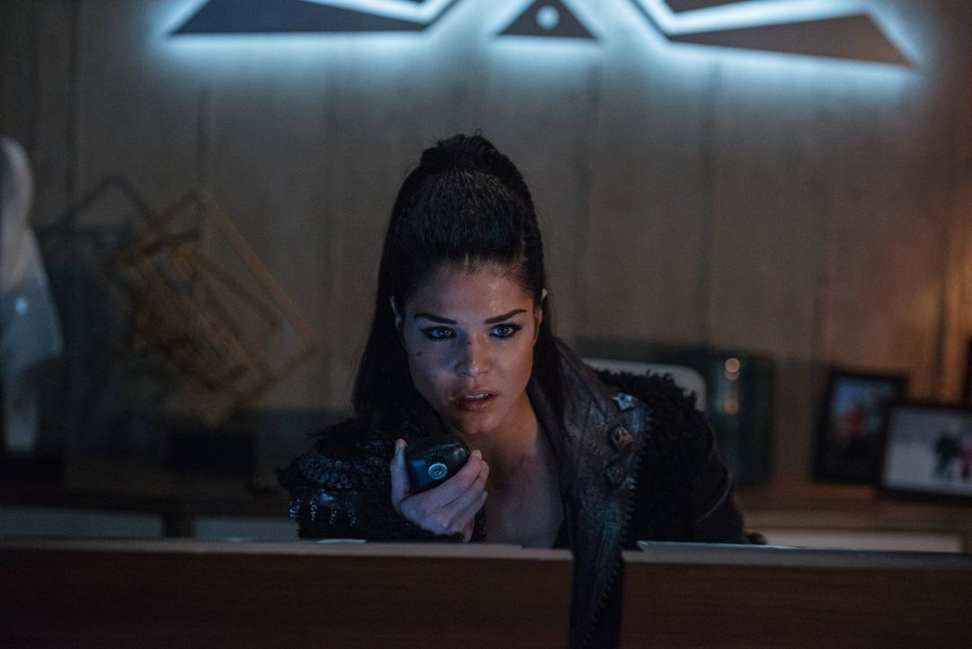 Als sich Octavia (Marie Avgeropoulos) von ihrem Bruder verabschieden muss, beginnt sie an ihren eigenen Führungsqualitäten zu zweifeln, doch dafür b... - Bildquelle: 2016 Warner Brothers