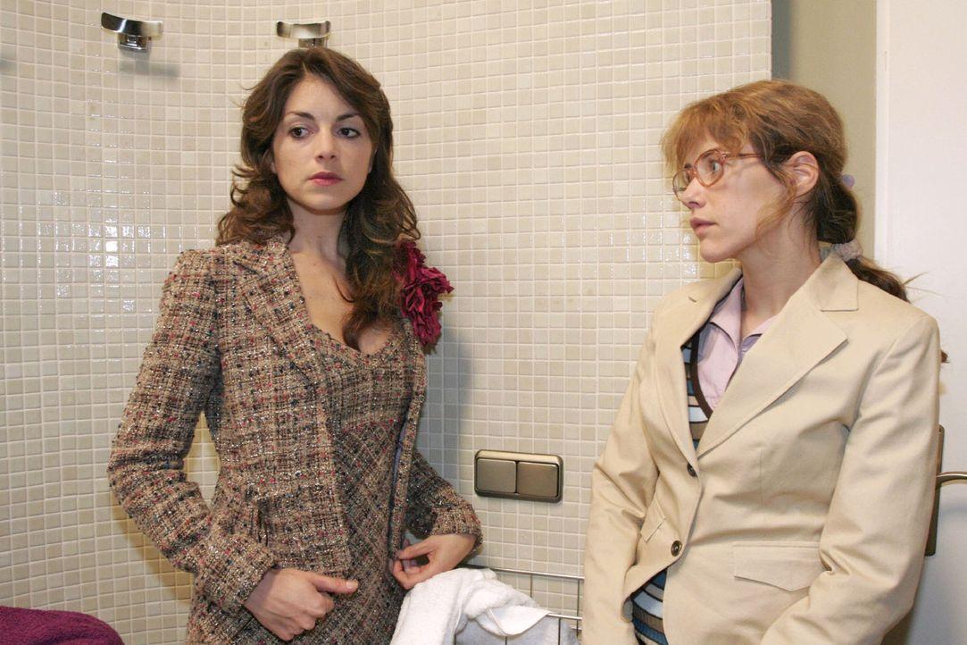 Lisa (Alexandra Neldel, r.) erkennt, wie sehr Mariella (Bianca Hein, l.) unter Davids Verhalten leidet. (Dieses Foto von Alexandra Neldel darf nur i... - Bildquelle: Noreen Flynn Sat.1