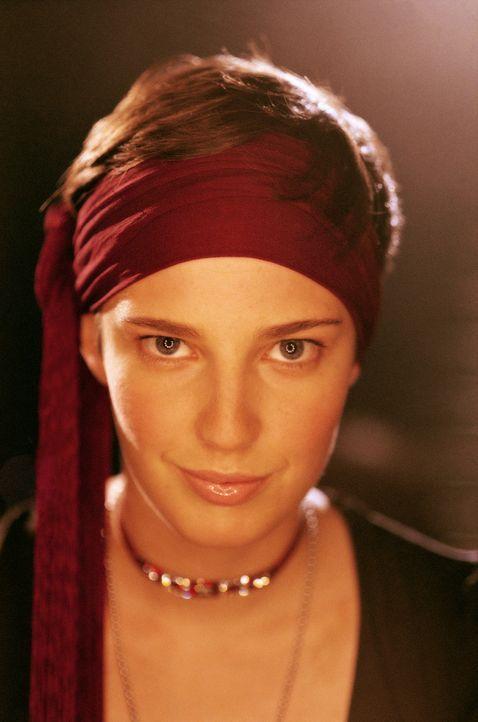 Eigentlich wäre Luka (Jana Straulino) ein bildschönes Mädchen. Doch die 17-Jährige versteckt sich permanent hinter einem burschikosen Auftreten... - Bildquelle: Gordon Mühle ProSieben