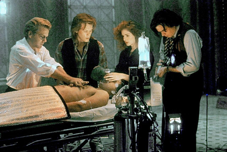 Nelson (Kiefer Sutherland, l.), Labraccio (Kevin Bacon, 2.v.l.), Rachel (Julia Roberts, 2.v.r.) und Randy (Oliver Platt, r.) überwachen Joes (Willia... - Bildquelle: Columbia Pictures
