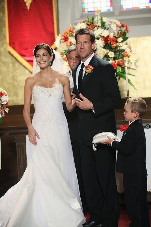 Geben sich zum zweitenmal das Ja-Wort: Susan (Teri Hatcher, l.) und Mike (James Denton, r.) ... - Bildquelle: ABC Studios