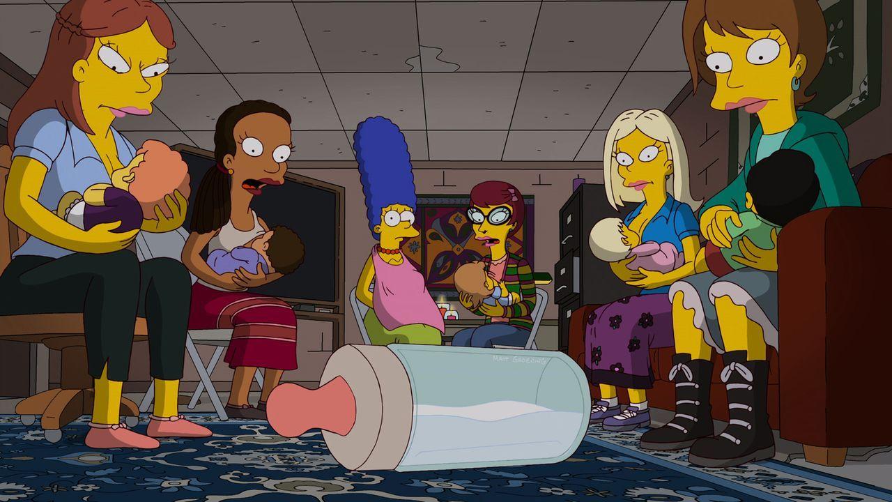 Marge (3.v.l.) fühlt sich bei Emily (3.v.r.) und ihren Freunden nicht sehr wohl, während Homer von den neuen Nachbarn total begeistert ist ... - Bildquelle: und TM Twentieth Century Fox Film Corporation - Alle Rechte vorbehalten