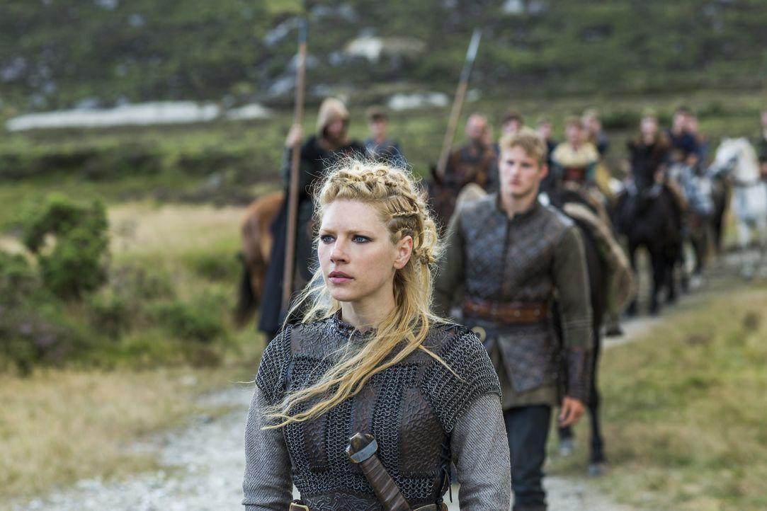 Als sie erfährt, dass Jarl Borg Kattegat übernommen hat, entschließt sie sich, Ragnar beim Kampf zu unterstützen: Lagertha (Katheryn Winnick) ... - Bildquelle: 2014 TM TELEVISION PRODUCTIONS LIMITED/T5 VIKINGS PRODUCTIONS INC. ALL RIGHTS RESERVED.
