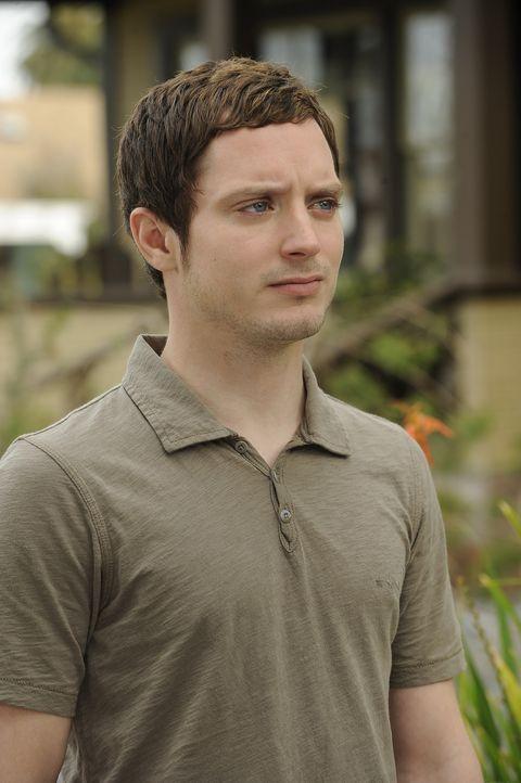 Wird er jemals bei seiner hübschen Nachbarin landen können? Ryan (Elijah Wood) möchte die Hoffnung nicht aufgeben ... - Bildquelle: 2011 FX Networks, LLC. All rights reserved.