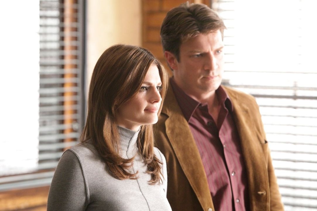 Ein neuer Fall beschäftigt Kate Beckett (Stana Katic, l.) und Richard Castle (Nathan Fillion, r.) ... - Bildquelle: 2010 American Broadcasting Companies, Inc. All rights reserved.