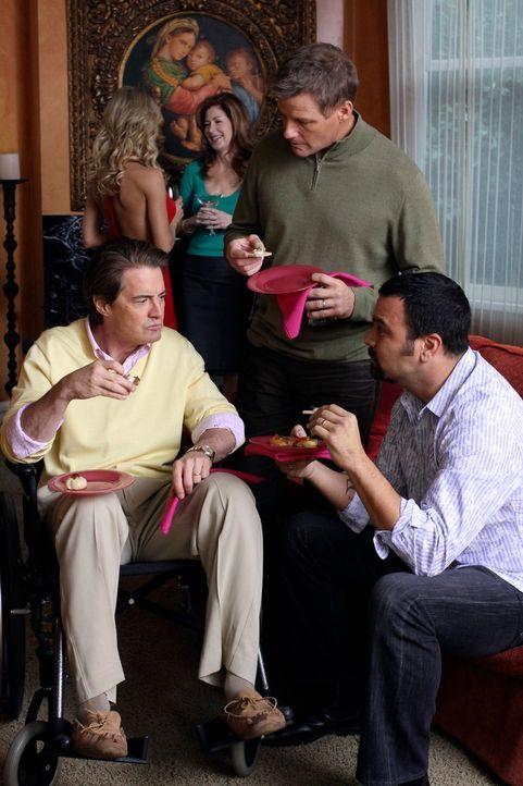 Auf der Willkommensparty für Katherine (Dana Delany, hinten r.) lernen die Nachbarn Robin (Julie Benz, hinten l.) kennen. Während Orson (Kyle MacLac... - Bildquelle: ABC Studios