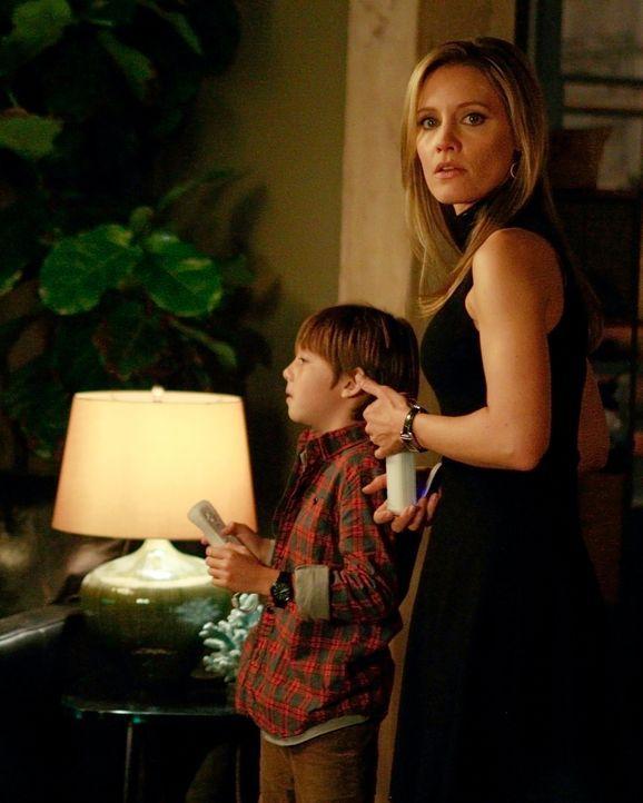 Zu Ericas Missfallen wird ihre Bindung immer stärker: Charlotte (KaDee Strickland, r.) und Mason (Griffin Gluck, l.) ... - Bildquelle: ABC Studios