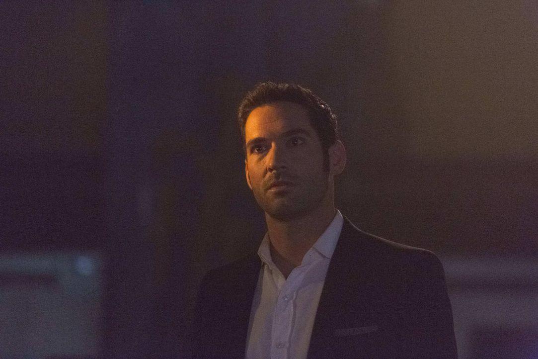 Der Mord an seinem Lieblingsactionhelden beschäftigt Lucifer (Tom Ellis) und Chloe und sie müssen schon bald feststellen, dass der Fall komplizierte... - Bildquelle: 2016 Warner Brothers