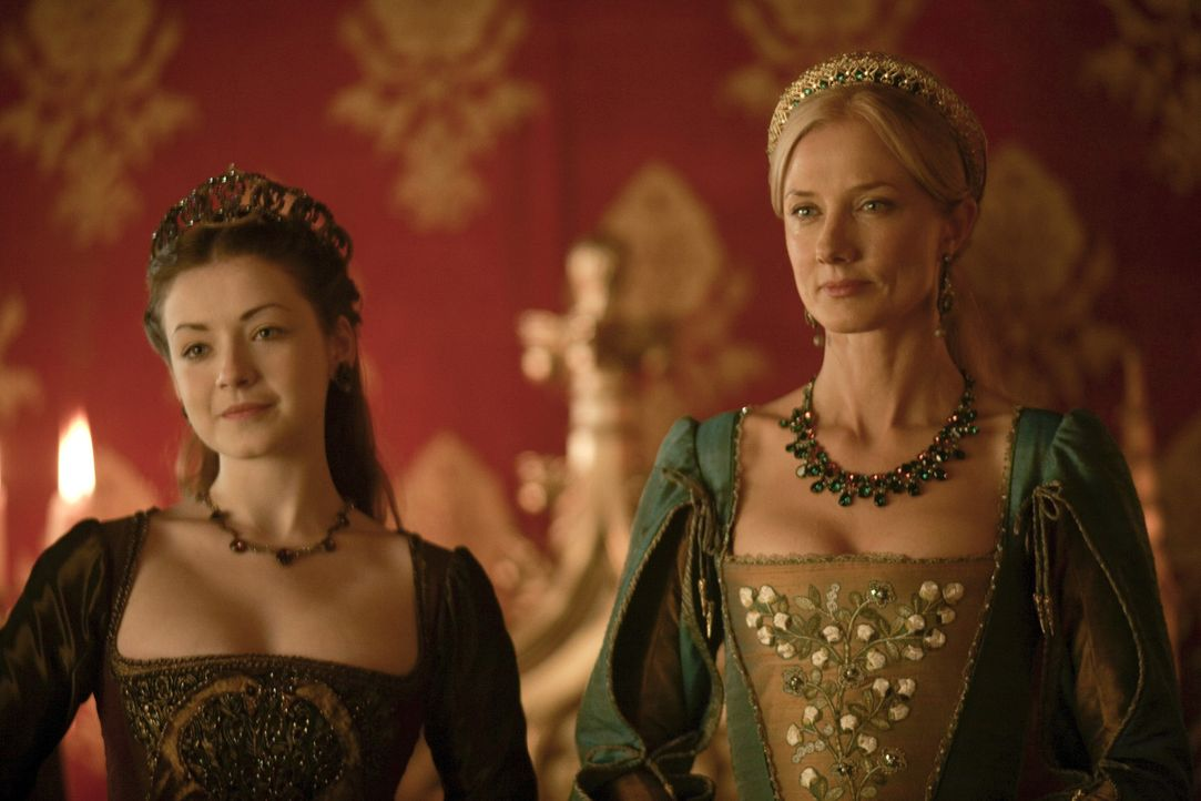 Chatherine Parr (Joely Richardson, r.) akzeptiert die Rolle als Henrys sechste Ehefrau und erweist sich als liebende Stiefmutter gegenüber seinen K... - Bildquelle: 2010 TM Productions Limited/PA Tudors Inc. An Ireland-Canada Co-Production. All Rights Reserved.