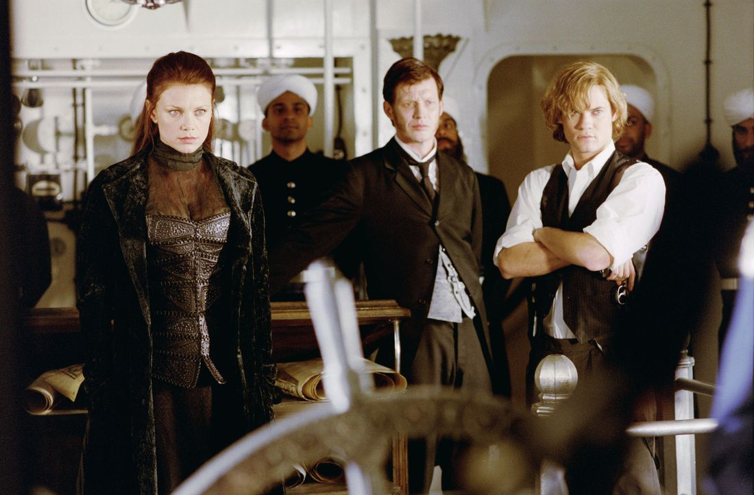 "An Bord des High-Tech-U-Bootes ""Nautilus"" bereiten sich Mina Harker (Peta Wilson, l.), Dr. Jekyll (Jason Flemyng, M.) und Tom Sawyer (Shane West, r.... - Bildquelle: 20th Century Fox International"