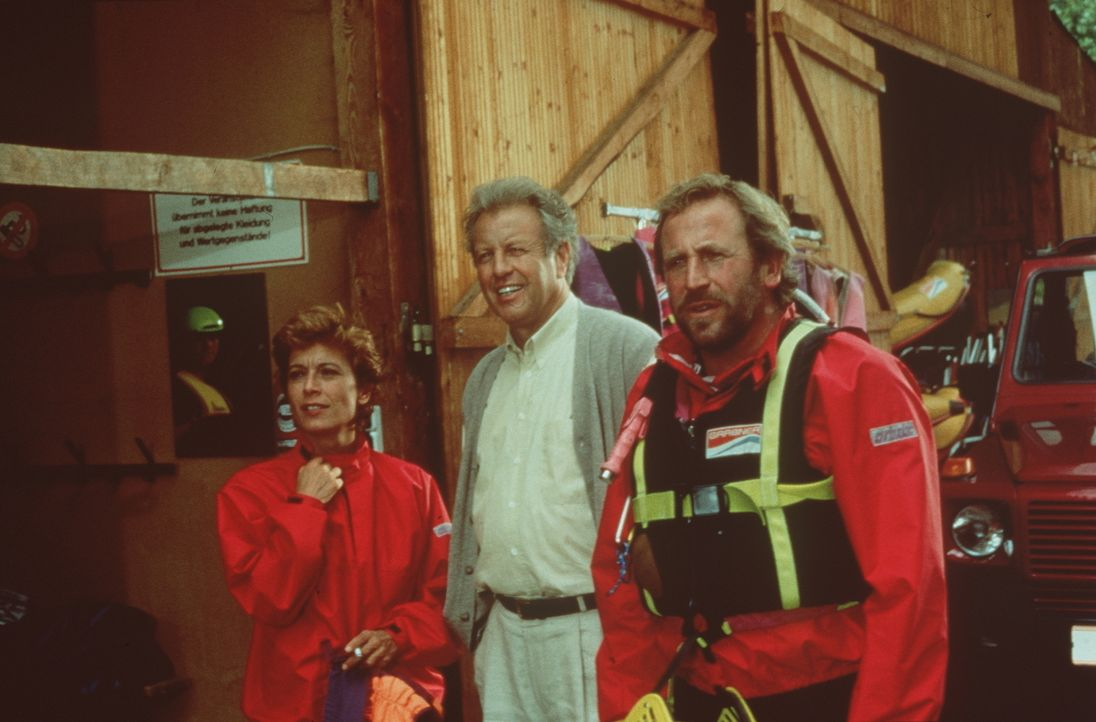 (v.l.n.r.) Dr. Sabina Spreti (Anita Zagaria); Dr. Thomas Burgner (Gerhart Lippert); Luis (Hermann Giefer) - Bildquelle: Beta Film GmbH