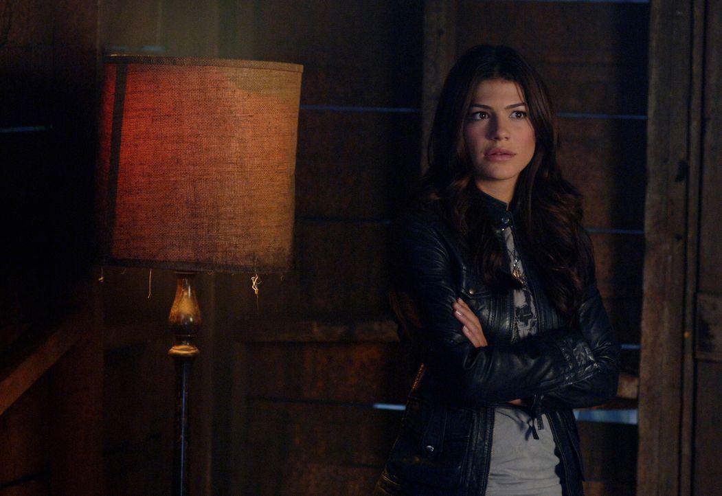 Als die Sam und Dean Anna finden, flieht Ruby (Genevieve Cortese) plötzlich mit ihr und Dean glaubt, dass diese ihn reingelegt hat. Sam will ihn vo... - Bildquelle: Warner Brothers