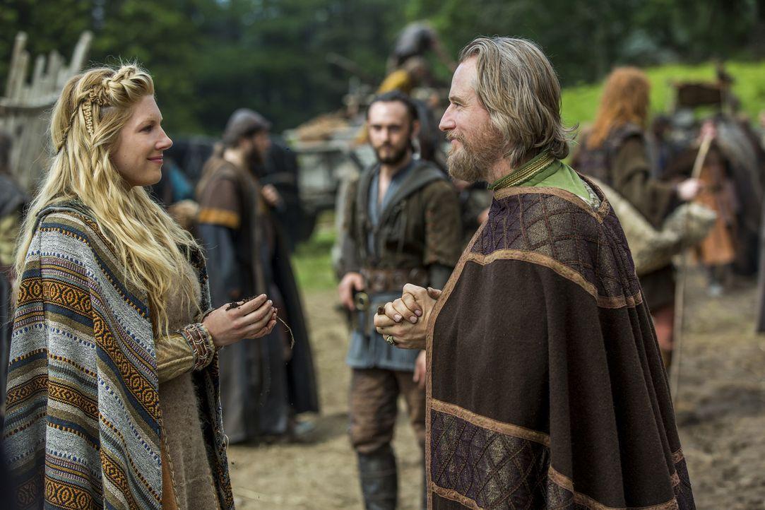 Während Ragnar und Aethelwulf gemeinsam mit ihren Kriegern versuchen, auch noch die Armee von Lord Burgred zu besiegen, ist König Ecbert (Linus Roac... - Bildquelle: 2015 TM PRODUCTIONS LIMITED / T5 VIKINGS III PRODUCTIONS INC. ALL RIGHTS RESERVED.
