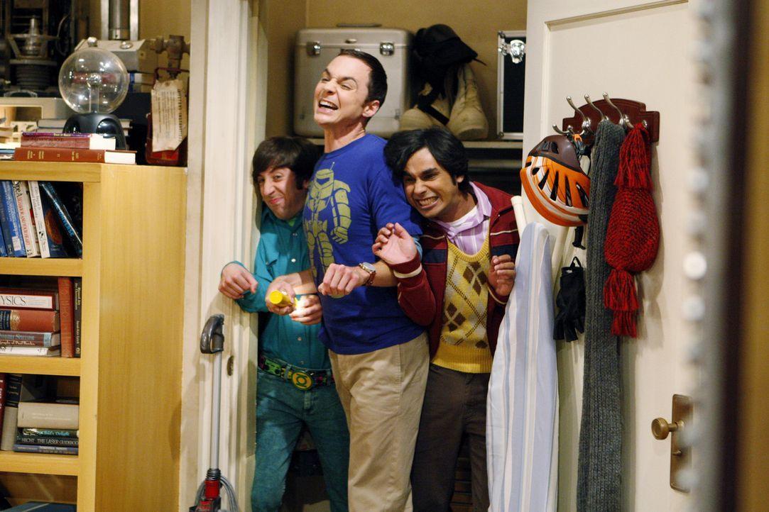 Sheldon (Jim Parsons, M.), Rajesh (Kunal Nayyar, r.) und Howard (Simon Helberg, l.) hören eine Grille zirpen. Sheldon behauptet, aus der Häufigkei... - Bildquelle: Warner Bros. Television