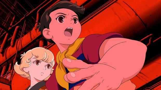 In letzter Minute gelingt es Kenichi (r.), Tima (l.) aus den brennenden Trümm...
