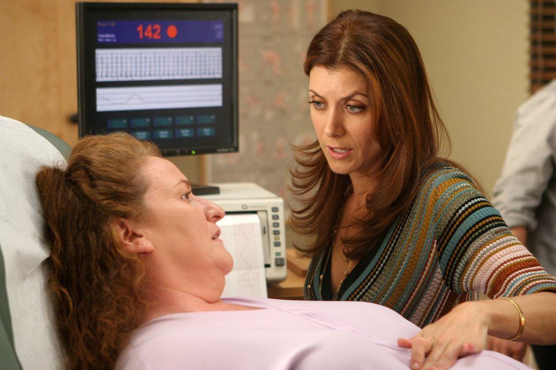 Addiosn (Kate Walsh, r.) unterstützt Ashley (Rusty Schwimmer, l.) die jeden Augenblich ihr Baby bekommen wird ... - Bildquelle: 2007 American Broadcasting Companies, Inc. All rights reserved.