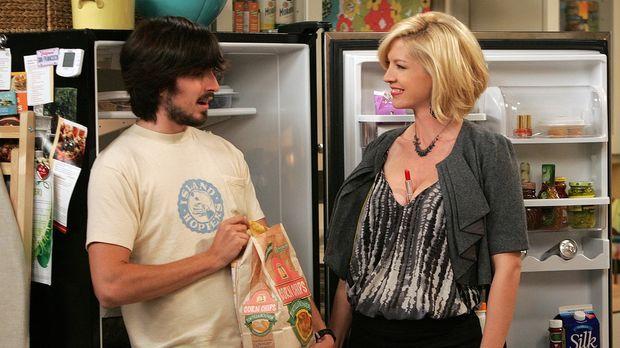 Auch Davis (Nicolas Wright, l.) entgeht die Veränderung von Billies (Jenna El...