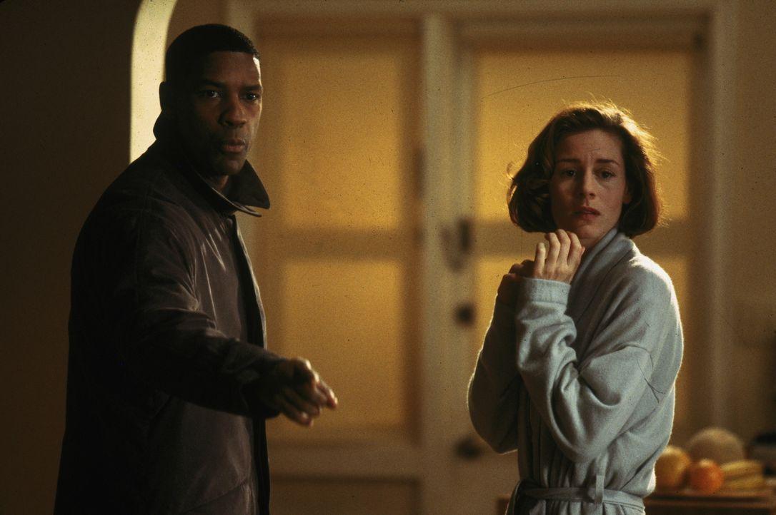 Mit der Zeit wird Detective Hobbes' (Denzel Washington, l.) Verdacht immer stärker, dass es sich nicht um einen normalen Killer handelt, sondern um... - Bildquelle: Warner Brothers