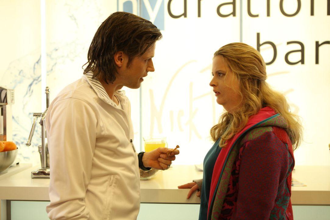 Fitnessguru Nick (Sebastian Ströbel, l.) ist der Meinung, dass der Körper ein Spiegelbild der Seele ist. Wer außen unattraktiv ist wie Eva (Diana... - Bildquelle: SAT.1