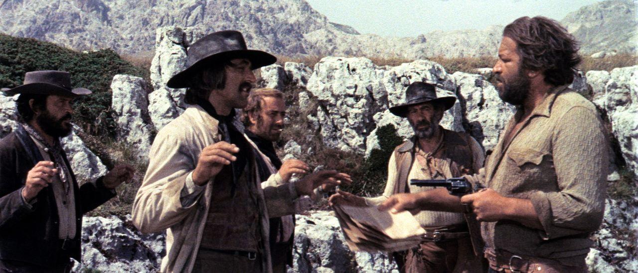 Der 'Kleine' (Bud Spencer, r.) hat seinem Vater am Sterbebett versprochen, ein guter Bandit zu werden - und das versucht er auch, so gut wie möglic... - Bildquelle: AVCO Embassy Pictures