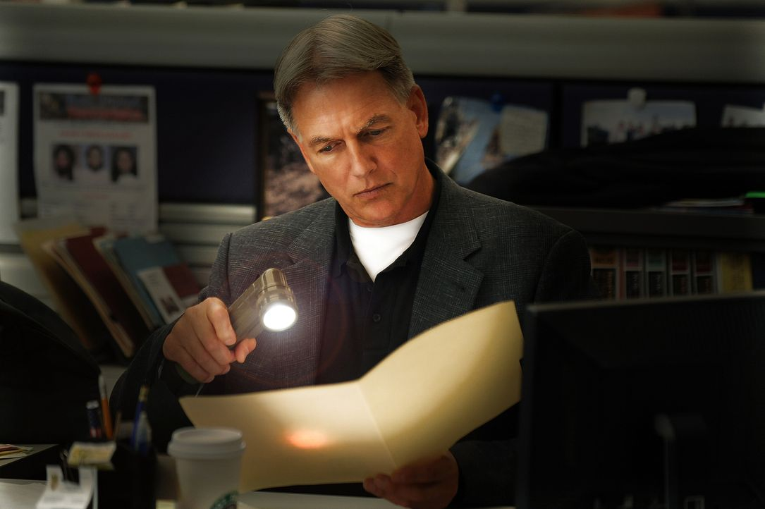 In halb Washington D.C. fällt plötzlich der Strom aus. Für Gibbs (Mark Harmon) und sein NCIS-Team kein Grund, einen Leichenfund unbeachtet zu lassen... - Bildquelle: CBS Television