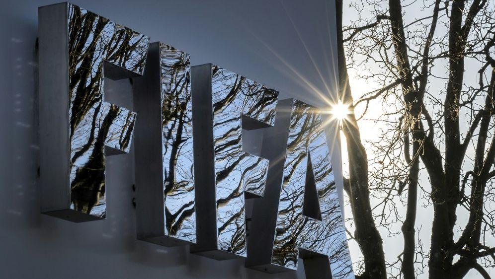 Die FIFA hat Osiris Guzman für zehn Jahre gesperrt - Bildquelle: AFPSIDFABRICE COFFRINI