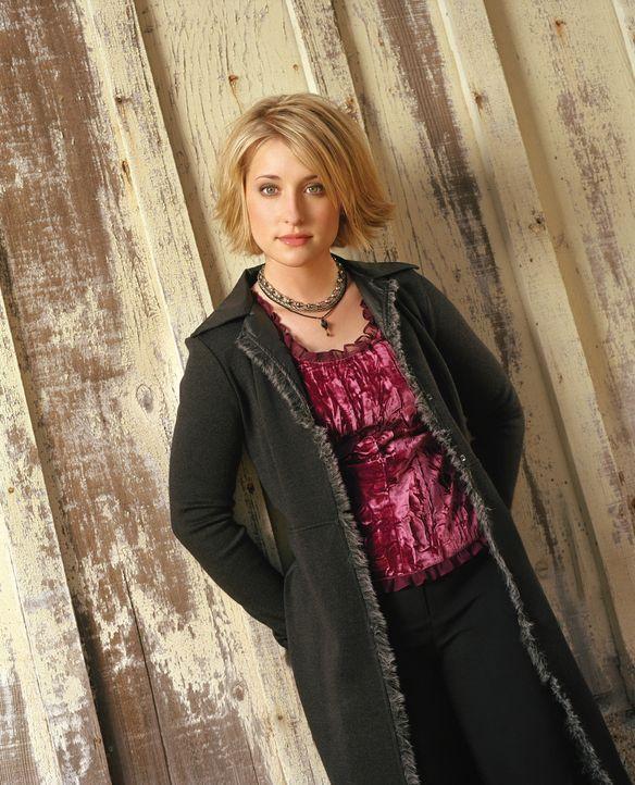 (1. Staffel) - Chloe (Mack Allison) fühlt sich sehr zu ihrem besten Freund Clark hingezogen, doch dieser scheint nur Augen für die attraktive Lana z... - Bildquelle: Warner Bros.
