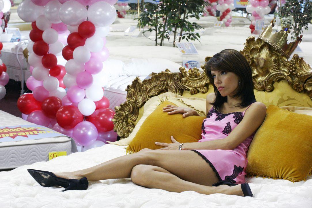 Gabrielle (Eva Longoria) wird für einen Modeljob angeheuert. Sie soll ein Bett präsentieren, auf dem sie einfach nur liegt, aber das scheint gar nic... - Bildquelle: Touchstone Television