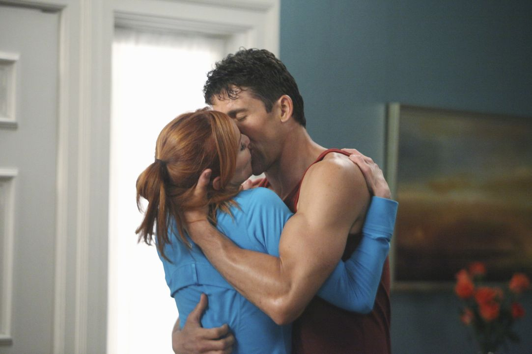 Während Susan wieder in die Wisteria Lane zieht, genießt Bree (Marcia Cross, l.) die Zeit mit ihrem neuen Freund Chuck (Jonathan Cake, r.) ... - Bildquelle: ABC Studios