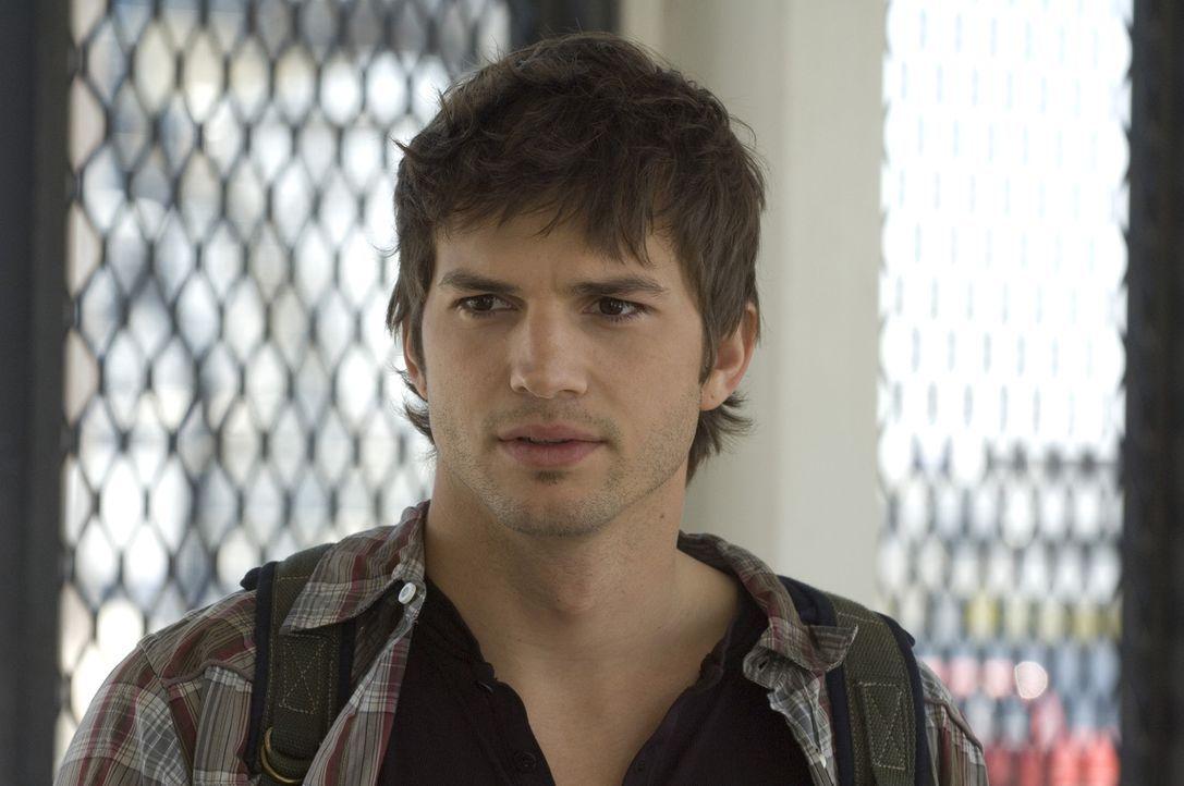 Muss die Wahl zwischen Liebe und Geld treffen: Nikki (Ashton Kutcher) ... - Bildquelle: 2008 by EASY A Inc. All Rights Reserved