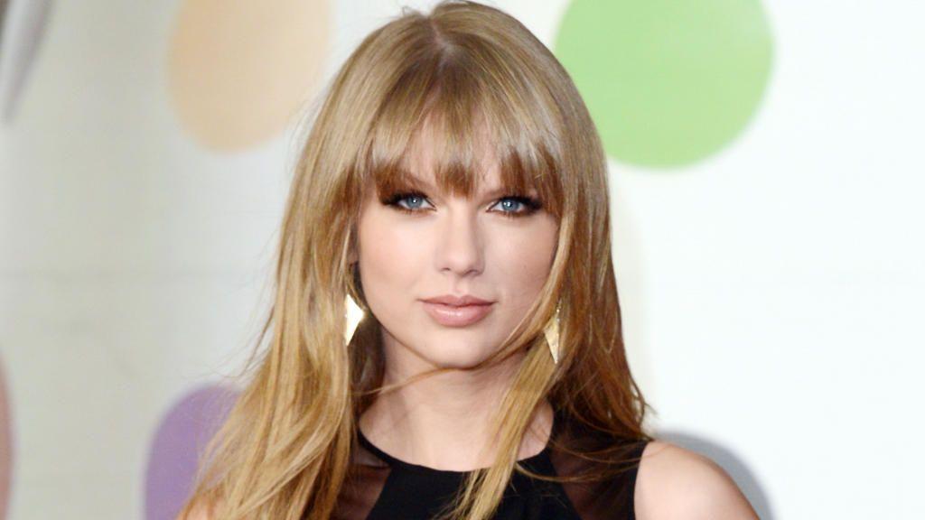 Taylor Swift bei Konzert: Taylor macht Fan überglücklich - Bildquelle: Wenn.com