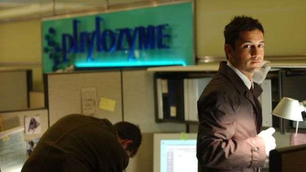 Ein Zwillingspaar sorgt für großes Durcheinander. Danny Taylor (Enrique Murci...