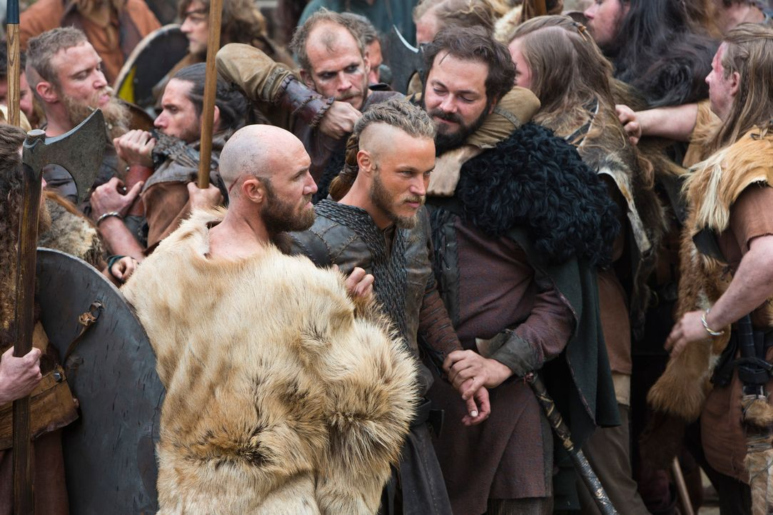 Als mutmaßlicher Mörder von Knut lässt Earl Haraldson Ragnar (Travis Fimmel, M.) in das Gefängnis werfen. Am nächsten Tag soll ihm vor allen Wikinge... - Bildquelle: 2013 TM TELEVISION PRODUCTIONS LIMITED/T5 VIKINGS PRODUCTIONS INC. ALL RIGHTS RESERVED.