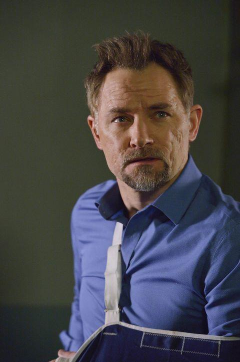 Detective Shay (David Meunier) hebt seine Ermittlungen gegen Damien auf eine neue Ebene und macht klar, dass er glaubt, Damien sei für die seltsamen... - Bildquelle: Ben Mark Holzberg 2016 A&E Television Network, LLC. All rights reserved.