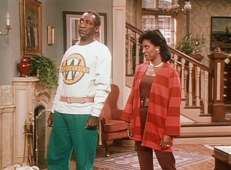 Cliff (Bill Cosby, l.) und Clair (Phylicia Rashad, r.) können es noch nicht fassen, dass ihre Tochter Denise sie zu Schwieger-und Großeltern gemac... - Bildquelle: Viacom
