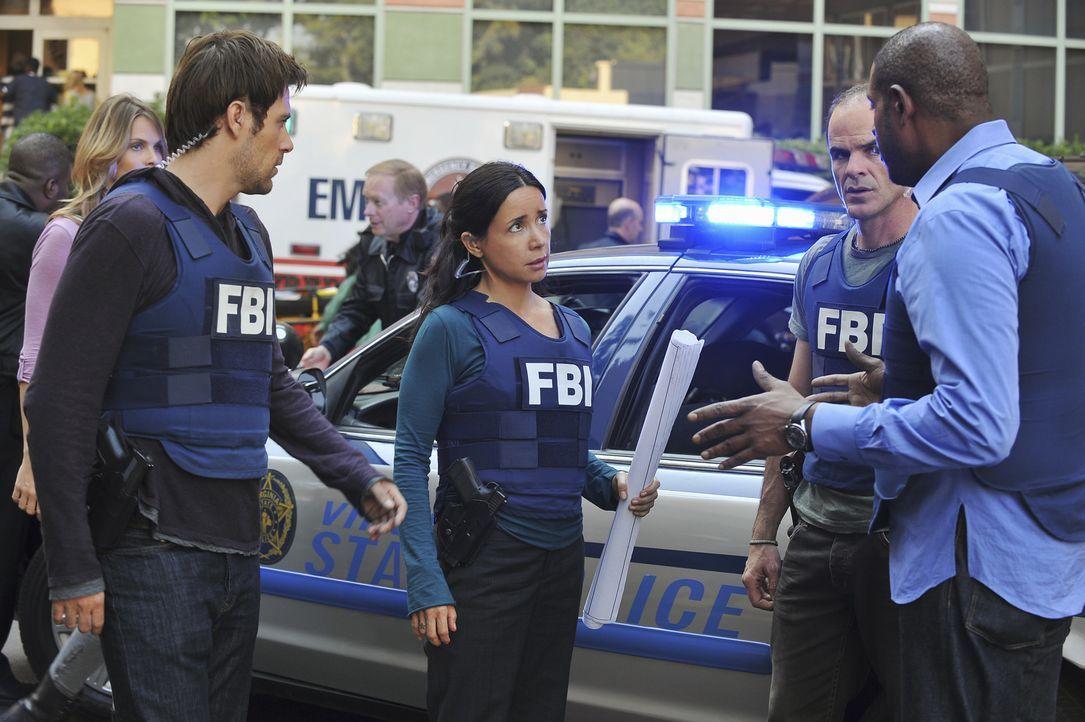 Als in einer High School in Fredericksburg eine Bombe hochgeht, werden John (Michael Kelly, 2.v.r.), Beth (Janeane Garofalo, M.), Sam (Forest Whitak... - Bildquelle: ABC Studios