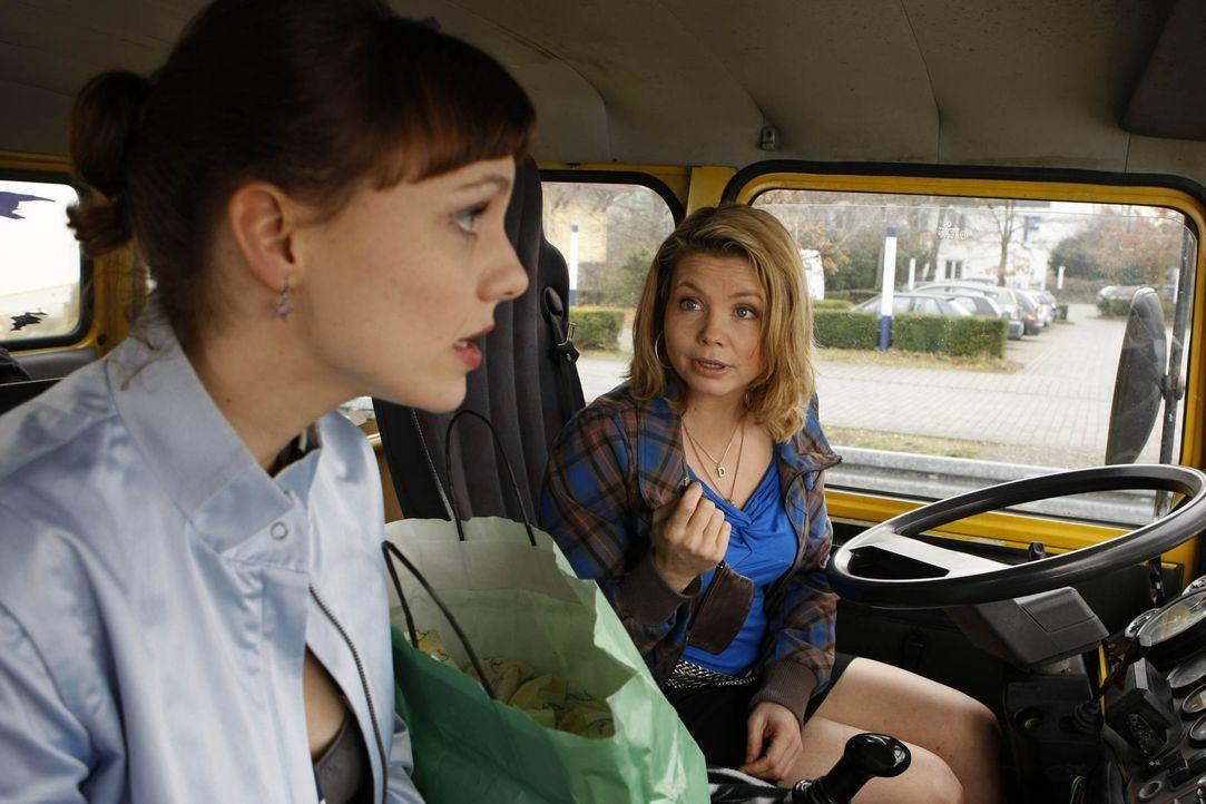 Bei ihrem neuen Fall erhält Danni (Annette Frier, r.) tatkräftige Unterstützung von ihren Freunden Bea (Nadja Becker, l.) und Nils ... - Bildquelle: SAT.1