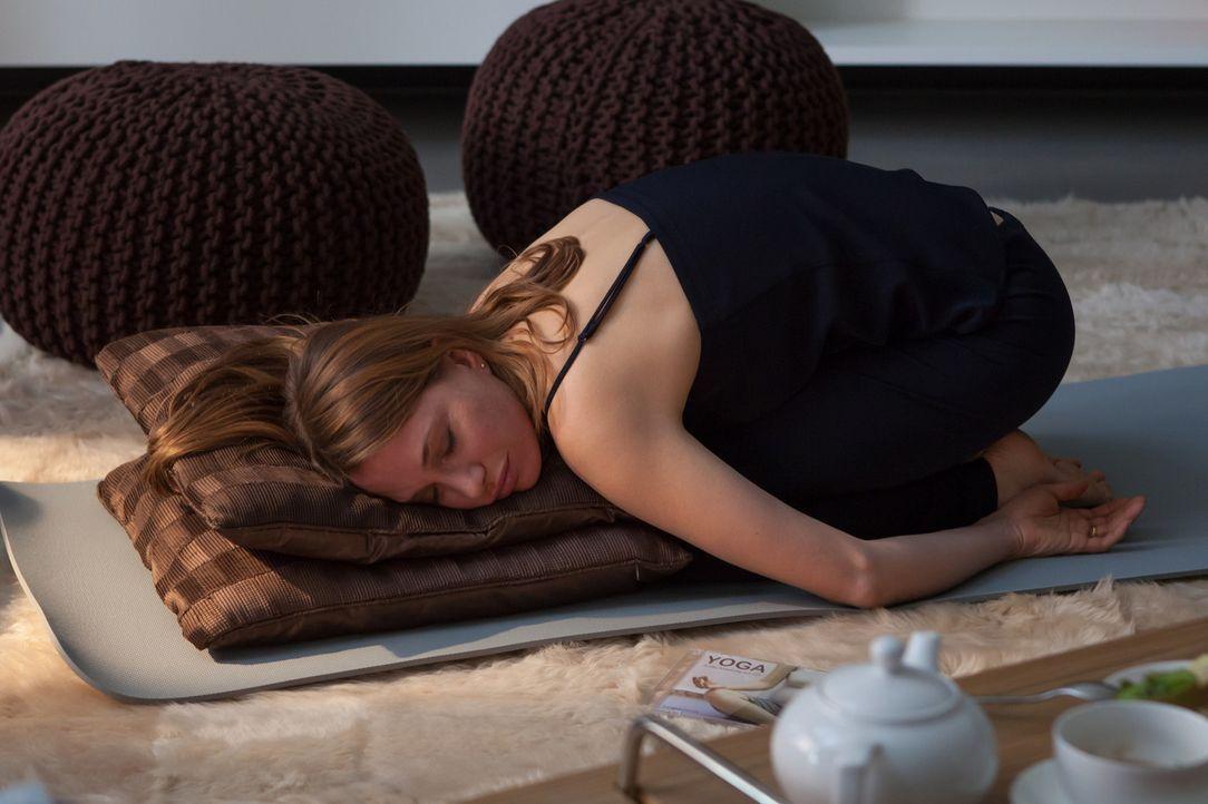 Fe (Nadeshda Brennicke) erkennt sich nicht wieder. Sie entwickelt Muttergefühle und will für ihr Kind vorerst ihren stressigen Job aufgeben ... - Bildquelle: Conny Klein SAT.1