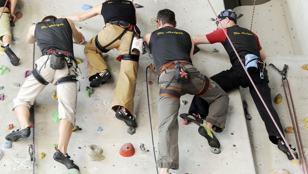 Kletterausrüstung Was Gehört Dazu : Kletterhalle: kosten und ausrüstung sat.1 ratgeber