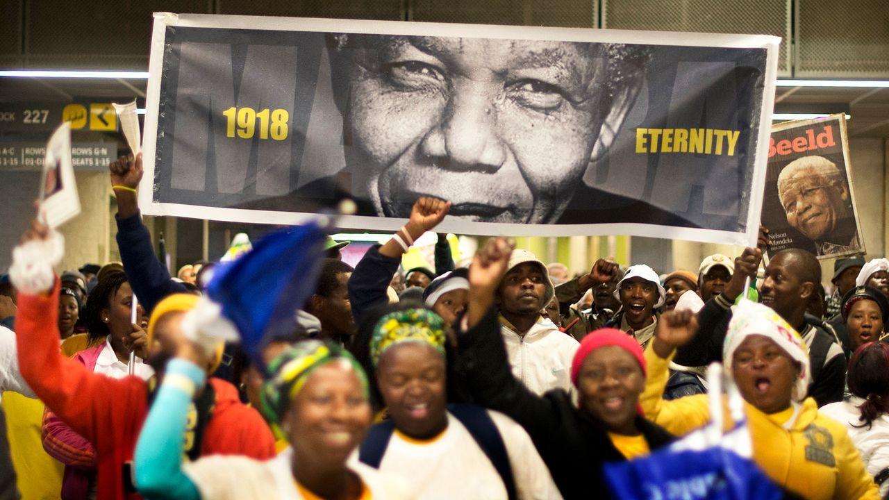 Beerdigung-Nelson-Mandela-13-12-10-04-AFP - Bildquelle: AFP