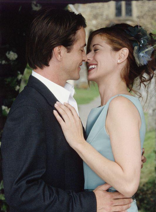 Anfangs nur geschäftlich verbunden, entwickelt sich zwischen Kat (Debra Messing, r.) und Nick (Dermot Mulroney, l.) so etwas wie Liebe. - Bildquelle: Gold Circle Films