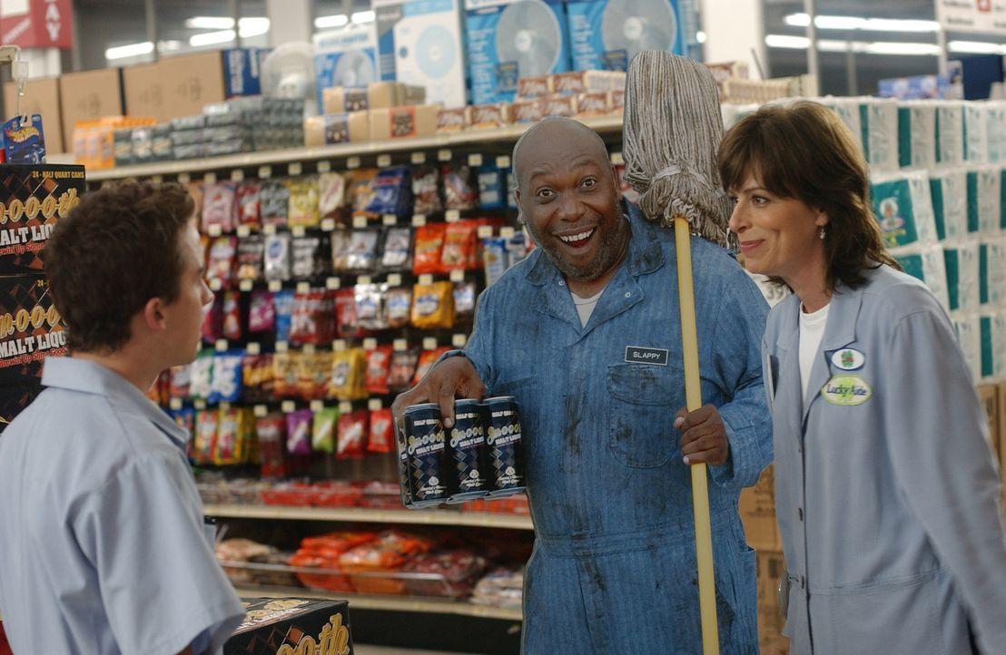 Wegen einer Pappfigur die im Supermarkt aufgestellt ist, kommen sich Malcolm (Fankie Muniz, l.) und Lois (Jane Kaczmarek, r.) in  die Haare ... - Bildquelle: TM &   2005 - 2006 Twentieth Century Fox Film Corporation and Regency Entertainment (USA), Inc.