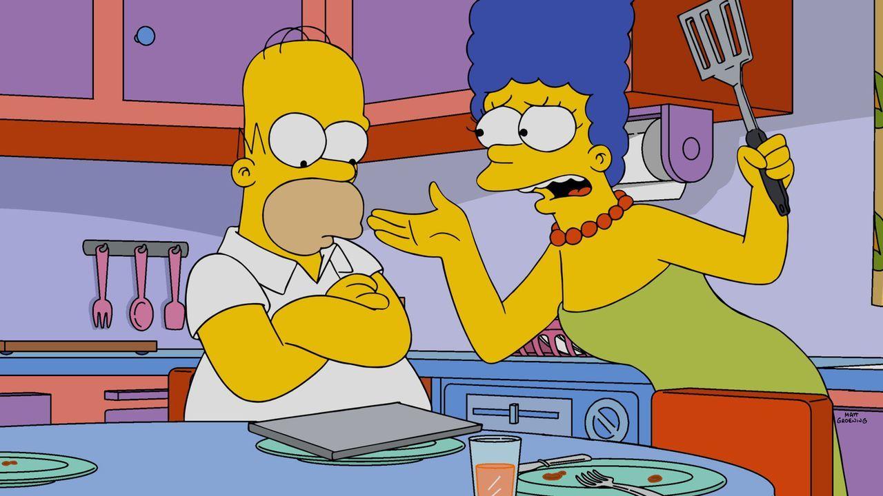 Bei dem Versuch eine Reparatur in der der Küche durchzuführen, macht Homer (l.) alles nur noch schlimmer. Doch kann er sein Ungeschick vor Marge (r.... - Bildquelle: 2015 Fox and its related entities.  All rights reserved.