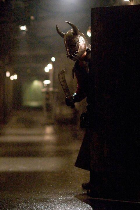 Was keiner der Gäste ahnt, dass in dem Hostel reiche Geschäftsmänner für ein bisschen Kleingeld Leute foltern und ermorden dürfen ... - Bildquelle: Sony Pictures Television International. All Rights Reserved.