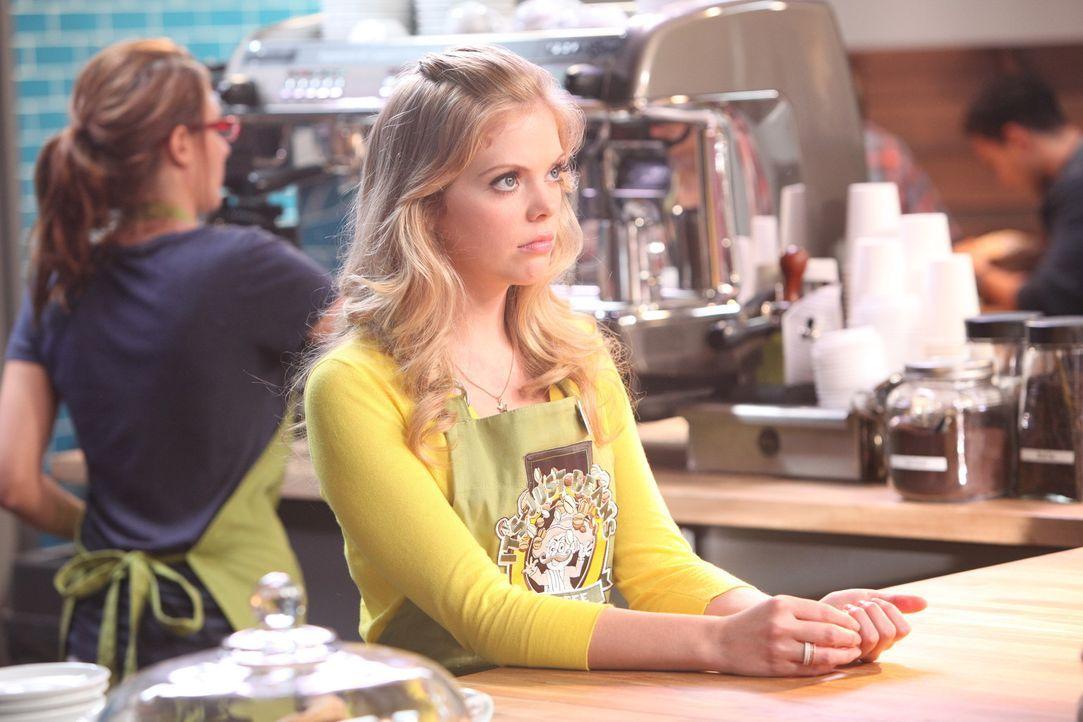 June (Dreama Walker, r.) wird schnell klar, dass sie sich eindeutig nicht von Chloe verkuppeln lassen sollte ... - Bildquelle: 2012 American Broadcasting Companies. All rights reserved.